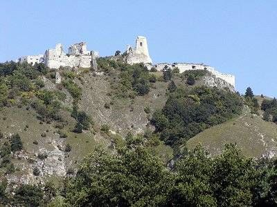 The Cachtice Castle Slovak Cachticky Hrad Hungarian Csejte Vara Is A Castle Ruin In Slovakia Next To The Vi Castle Countess Elizabeth Bathory Castle Ruins
