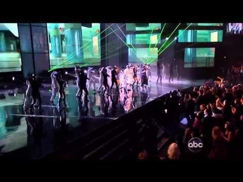 PSY y MC Hammer bailan el Gangnam Style en AMA 2012