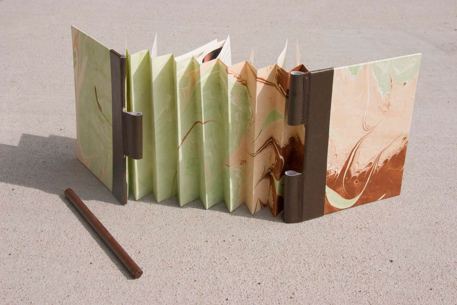 Another Version Of The Accordion Piano Hinge Booklet Feeling Bookish 2010 By Carol Rhees Handmade Books Book Binding Diy Accordian Book