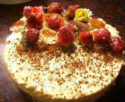 Delicatessen de brownie y mousse de chocolate blanco