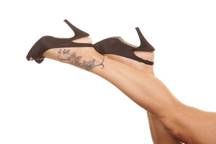 tatuaggi scritte-idea-esterno-piede