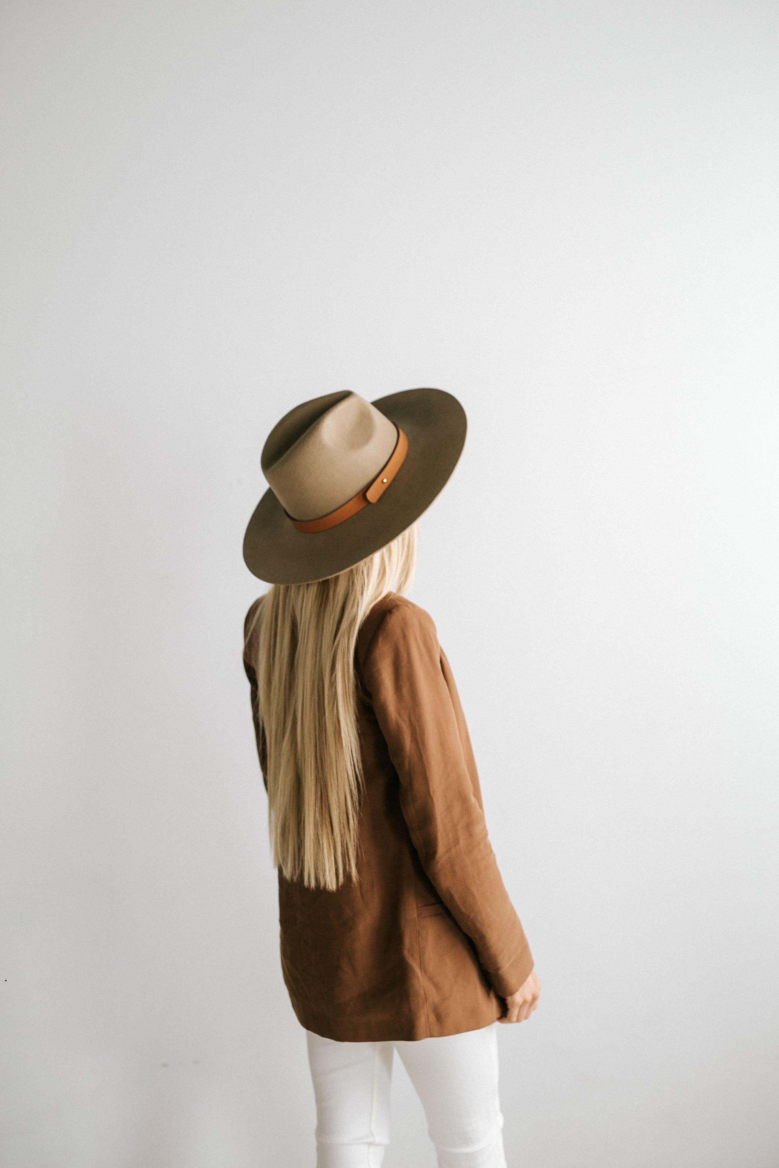 Emma Wide Brim Fedora In 2021 Outfits With Hats Monroe Hat Wide Brim Felt Hat