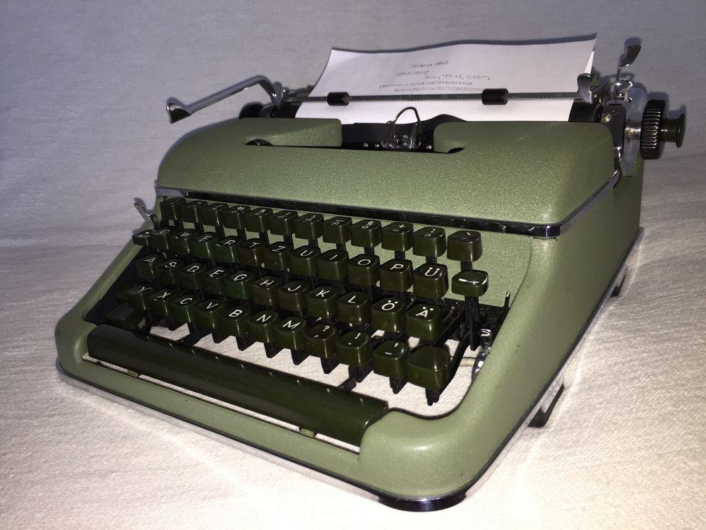 mechanische schreibmaschine olympia sm2 portable. Black Bedroom Furniture Sets. Home Design Ideas