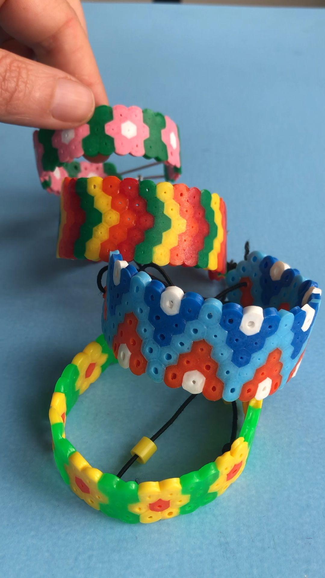 Photo of Bunte Kinder-Armbänder aus Bügelperlen