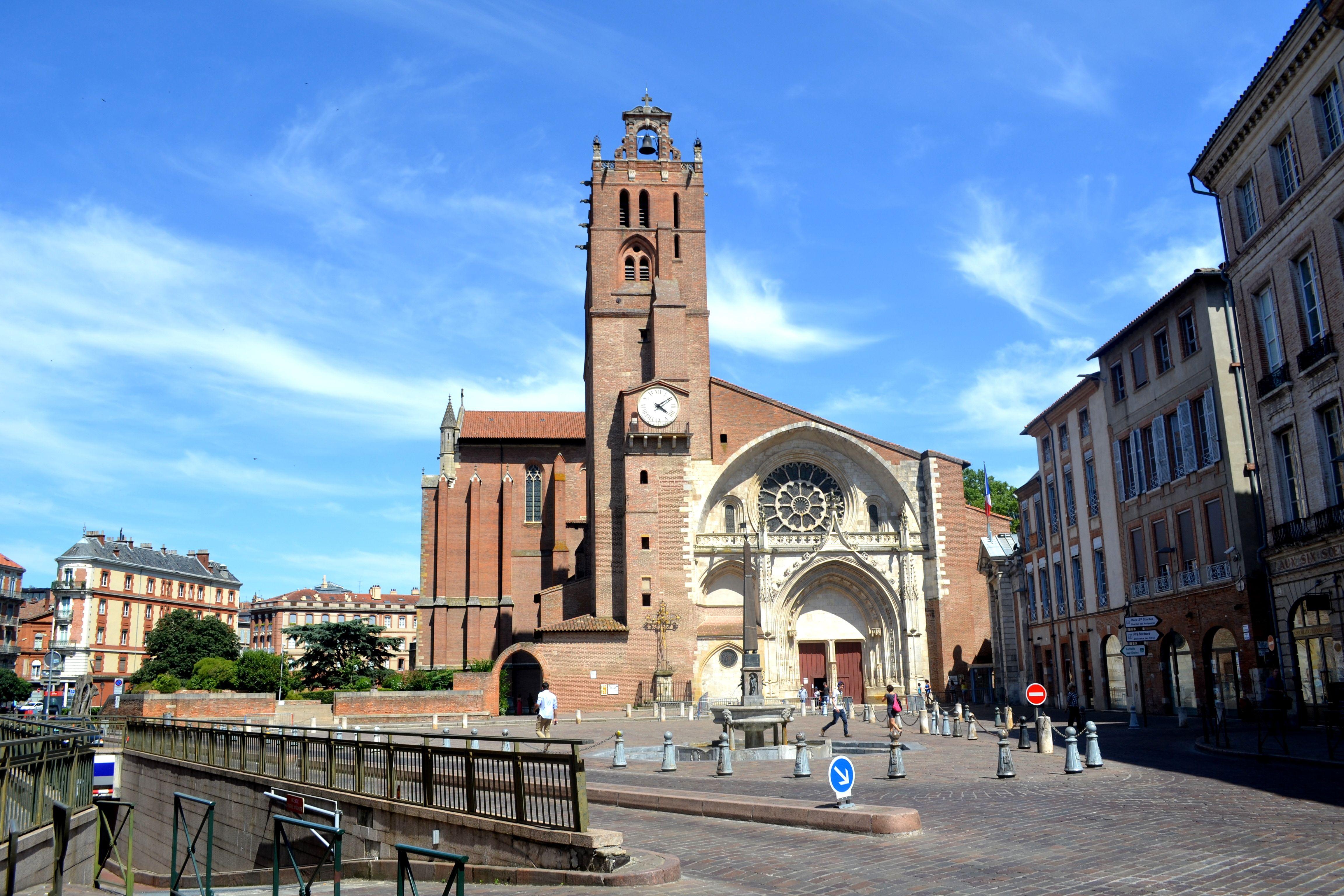 Place Saint Etienne A Toulouse Midi Pyrenees Saint Etienne Ville Rose Toulouse