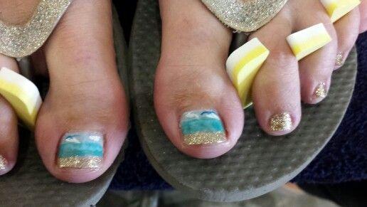 Adorable beachy toenail art