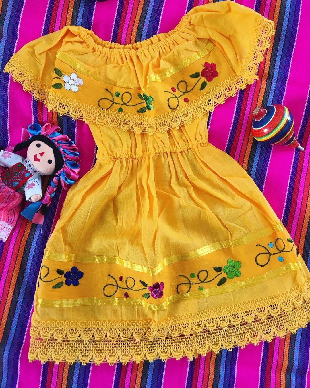 27 Me Gusta 0 Comentarios Italivy Italiviishop En Instagram A Very Traditional Mexican Traditional Mexican Dress Mexican Dresses Mexican Style Dresses [ 1349 x 1080 Pixel ]