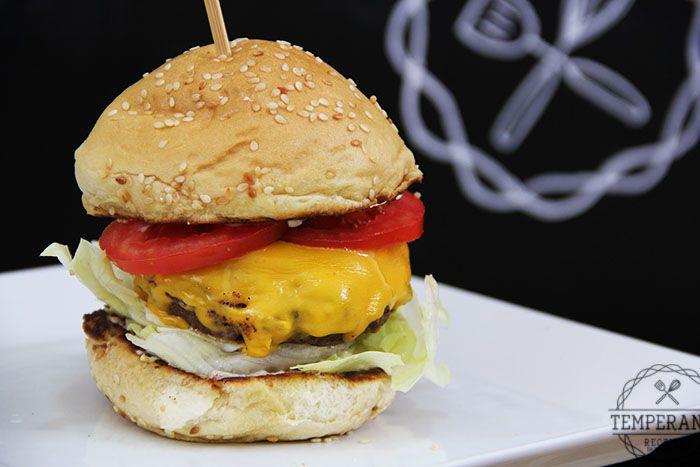 Dicas de como moldar e grelhar o seu hambúrguer para ficar perfeito.