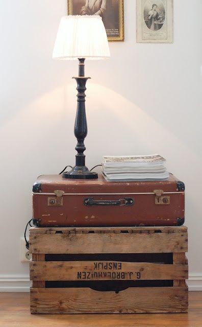 Comodino alternativo con bauli o valigie vintage for Arredamento alternativo