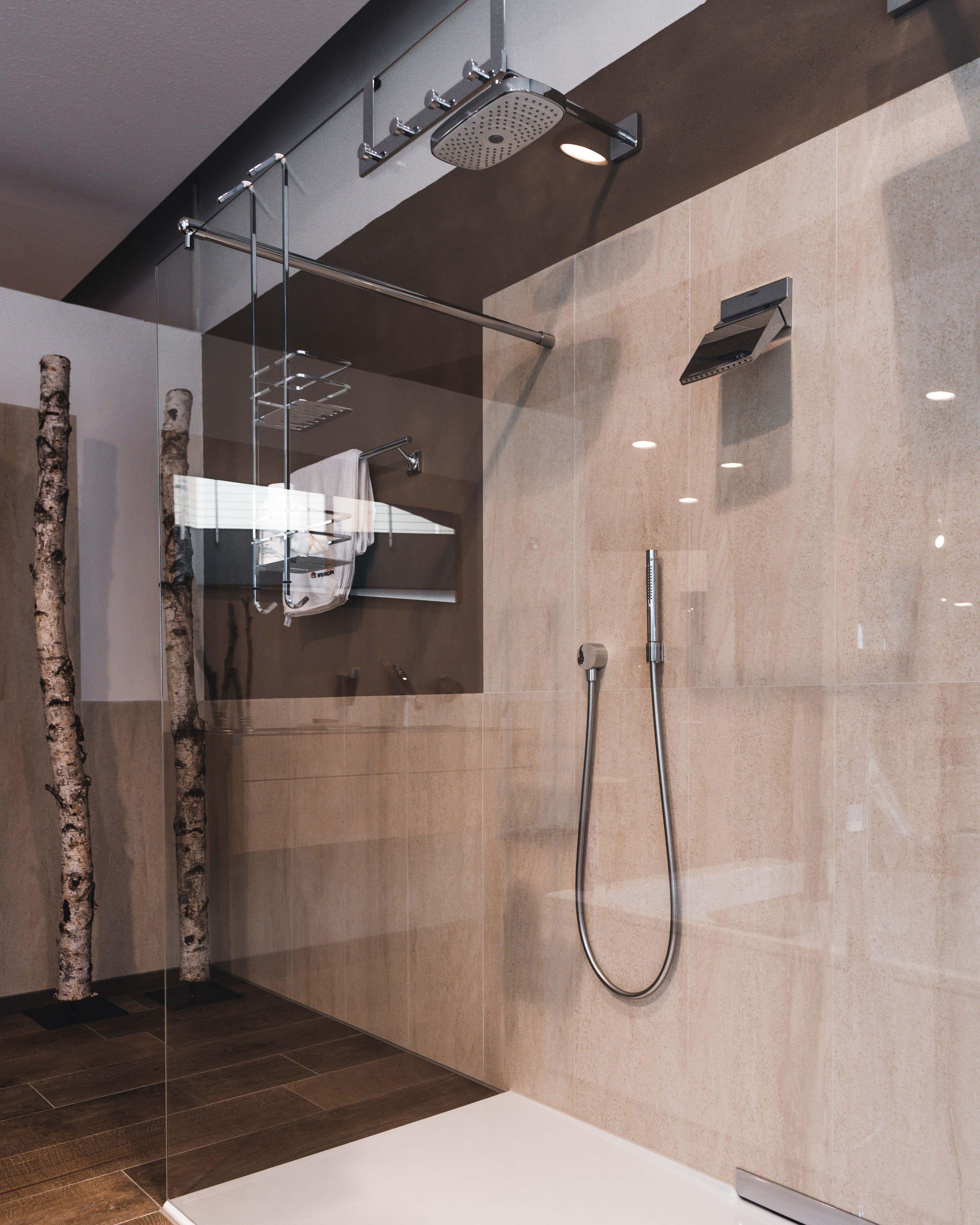 Begehbare Duschen Sind Nicht Nur Komfortabler Sondern Unserer Meinung Nach Auch Optisch Ansprechender Und Wirken Vo Dusche Umgestalten Dusche Klassische Bader