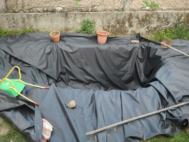 Como hacer un estanque facil y barato ecocosas pueblo for Lona estanque barata