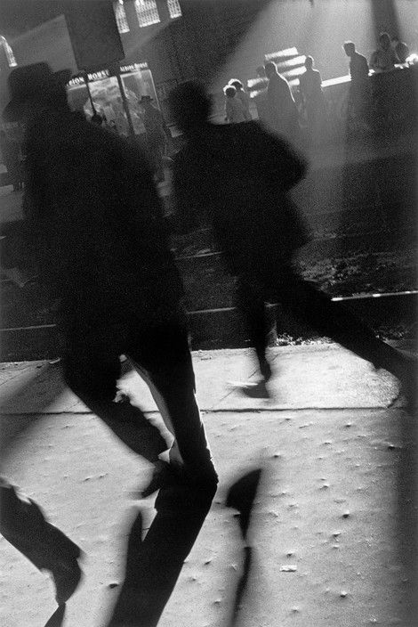 Sergio Larrain - Buenos Aires. People running to catch train in evening. Great part of the population lives outside town and go in and out of town in trains. 1957.