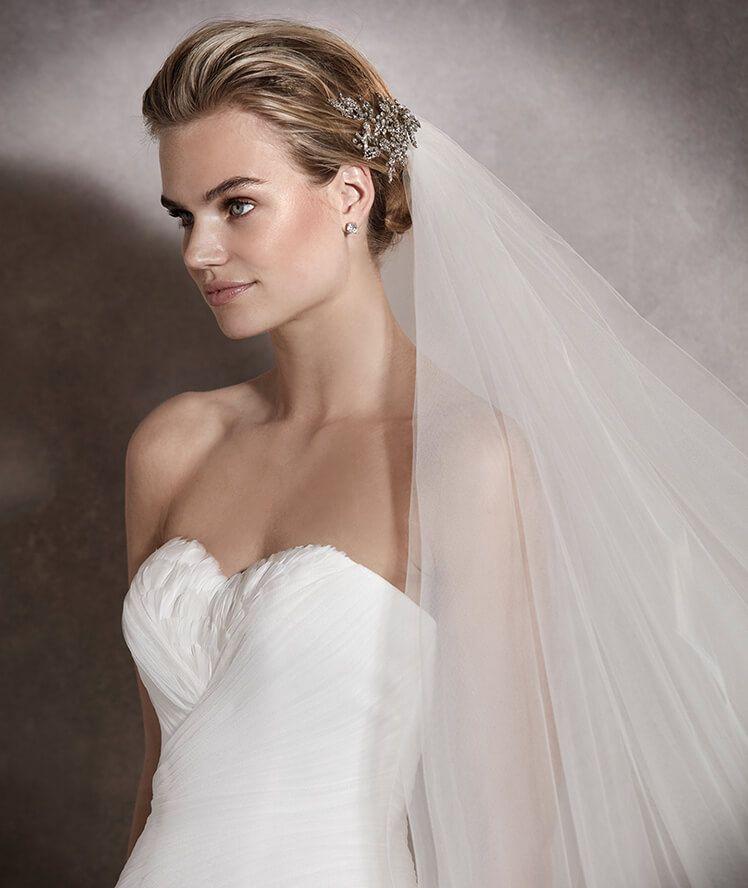 asha - vestido de novia en tul, escote corazón con plumas y plisado