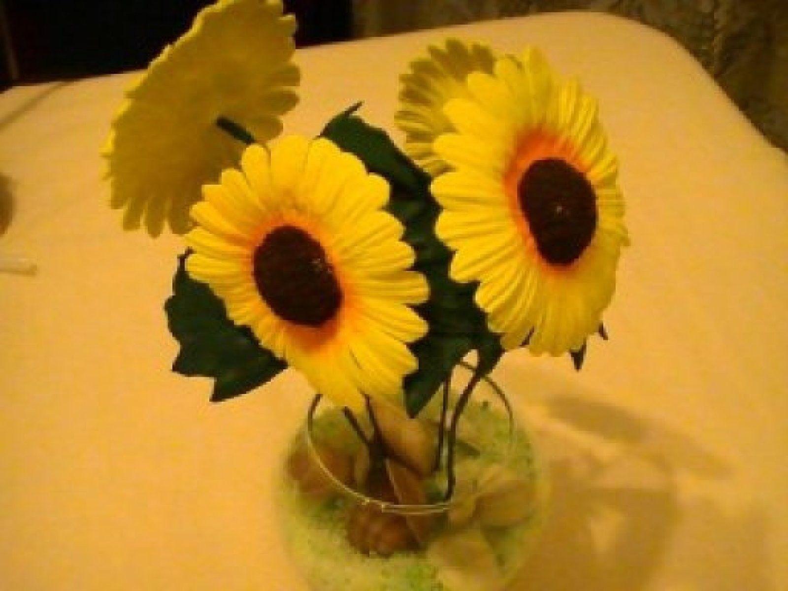Haz tus plantas y flores artificiales   Centros de mesa para boda, Mesas de  boda, Flores artificiales
