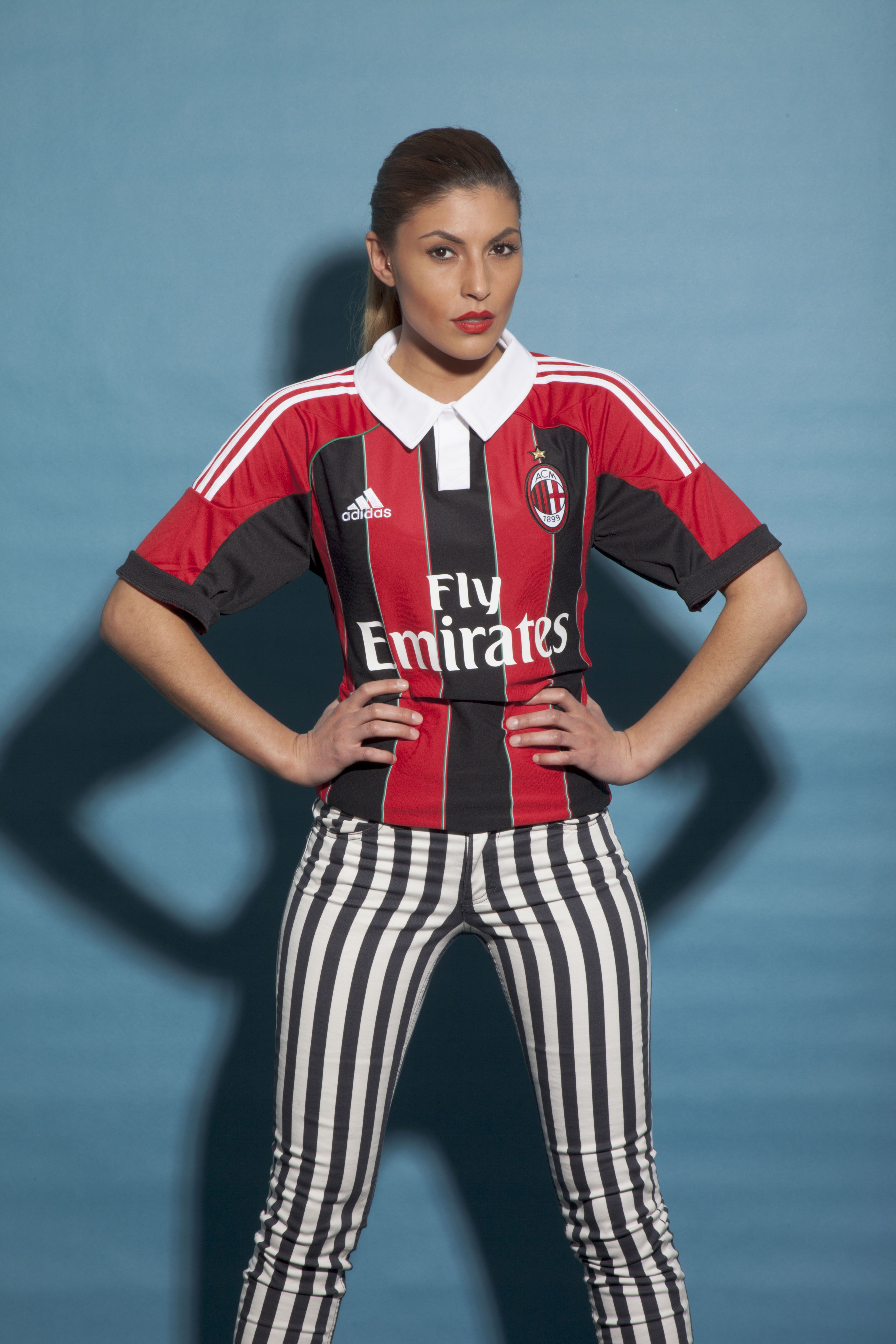 1b23bbd7cd7b The AC Milan girl is ready to. Hands in the side and a determined attitude.