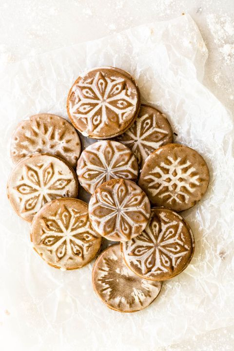 10 Delicious German Christmas Cookies to Please An