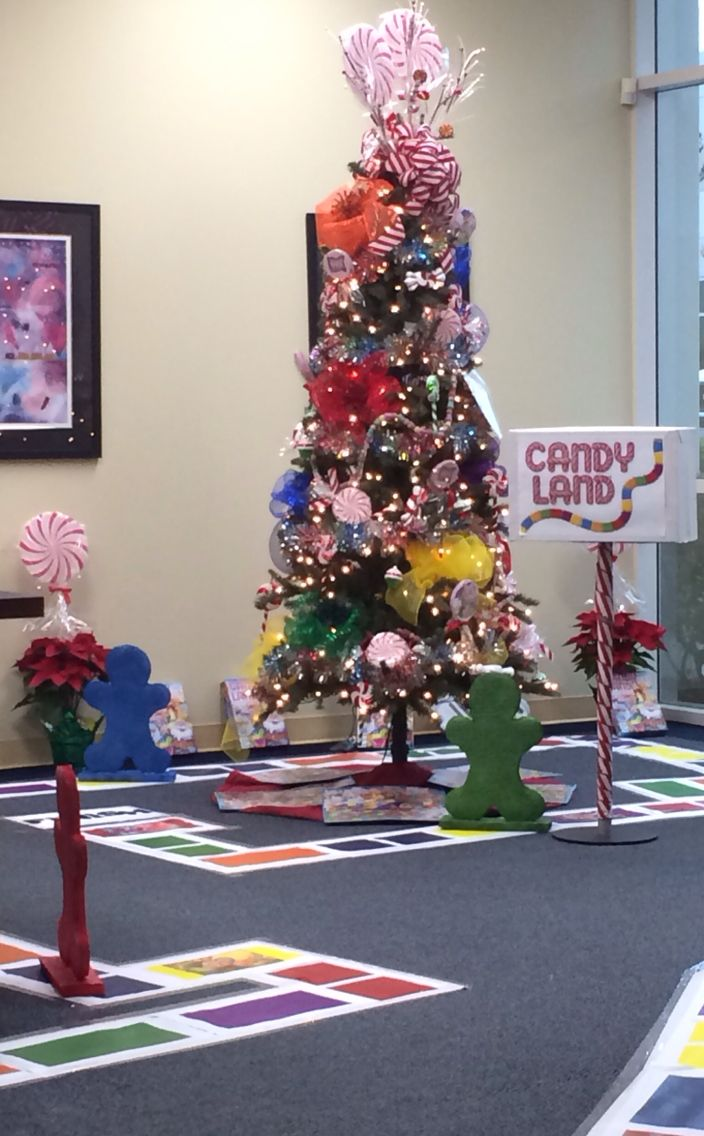 Christmas Theme Tree With Interactive Candyland Game Candy Christmas Tree Candyland Decorations Candyland