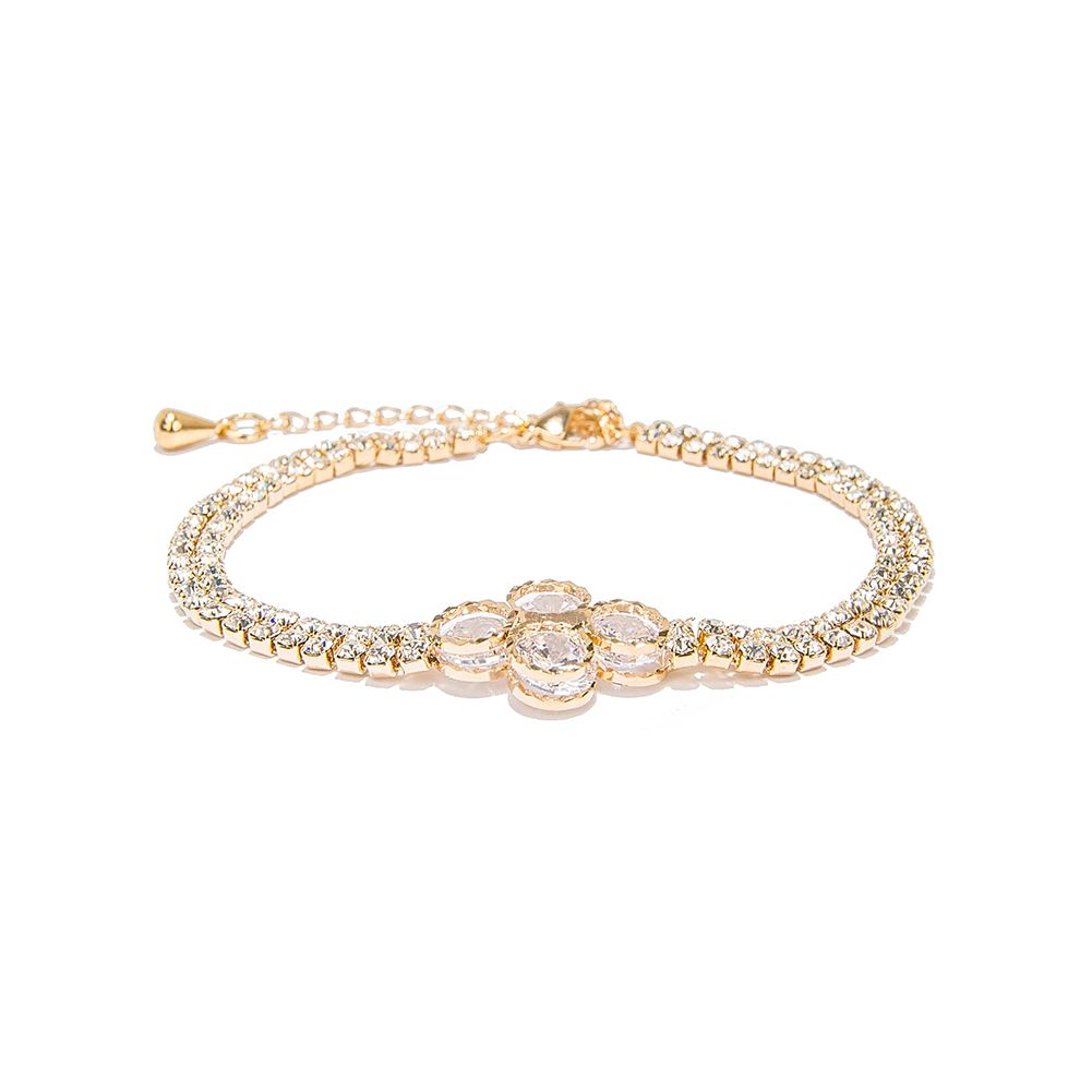This awesome bracelets chain is perfect accessory to your outfit