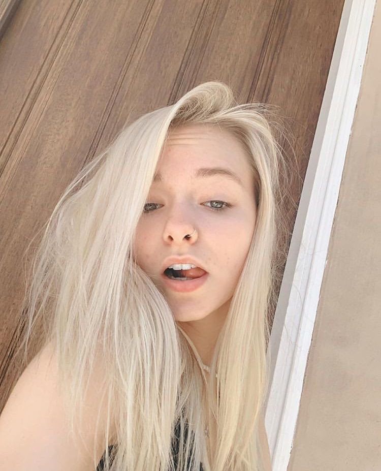 She S My Baby Even Without Makeup Blonde Hair Girl Without Makeup Girl Hairstyles