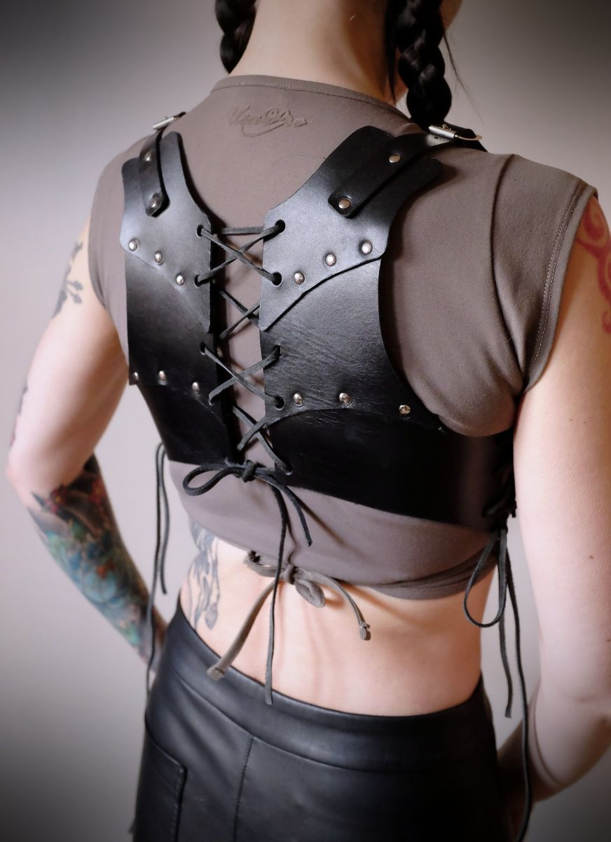 Corsets are suitable for armor 51