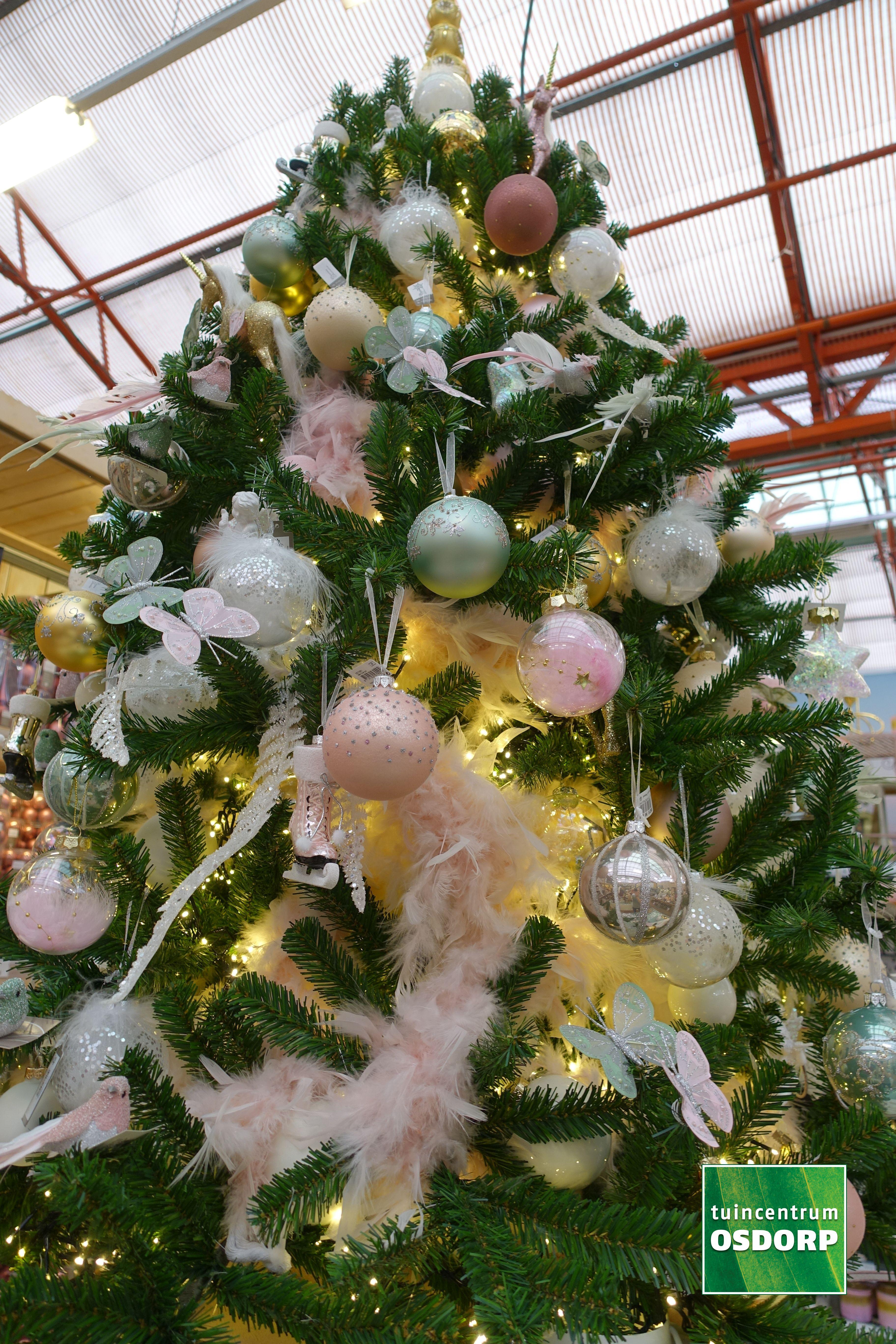 Kerst Inspiratie Bij De Kerstshow Van Tuincentrum Osdorp Kerstboom Versiering In De Kleuren Roze Parel Linnen Goud E Kerstboom Versieringen Kerstboom Kerst