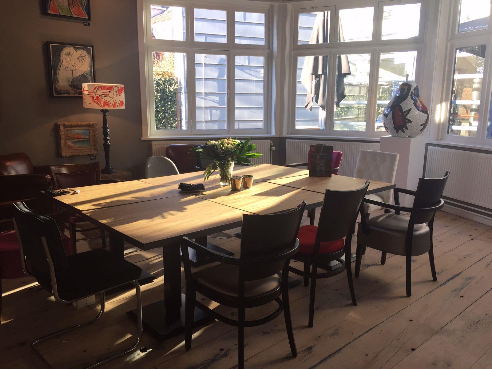 Per dagdeel vanaf €195,- Vergaderen, presenteren, brainstormen en/of privaat dineren in een unieke en sfeervolle huiskameromgeving. Geschikt voor 2 tot 20 personen. Prijs incl. gebruik van wifi en audio-/videoapparatuur.