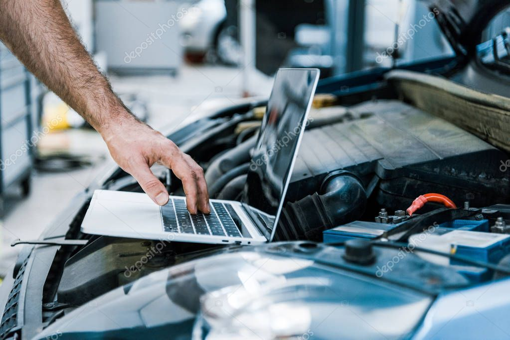 Cropped View Auto Mechanic Using Laptop Blank Screen Car Stock Picture Affiliate Mechanic Laptop Auto Cropped Ad Car Mechanic Mechanic Auto