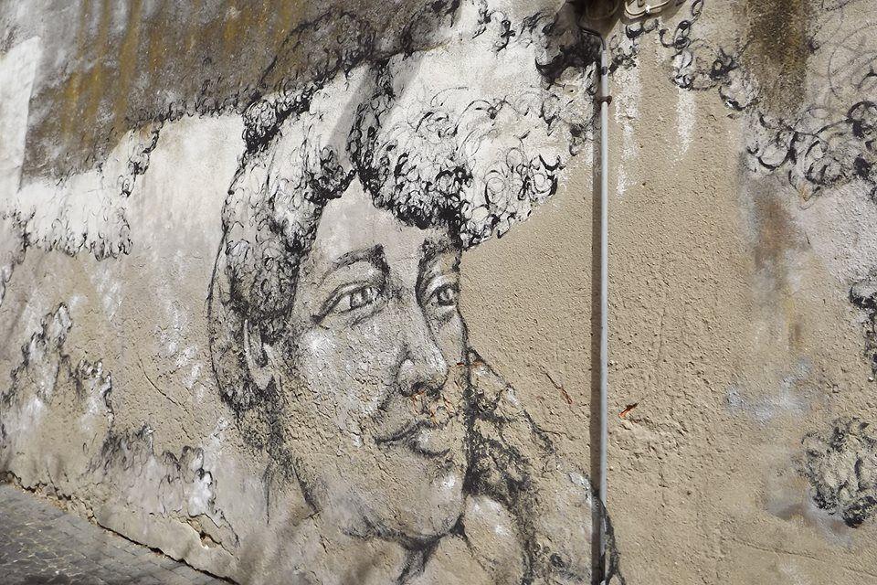 Mariana Dias Coutinho, nasceu em 1978 e vive em Lisboa