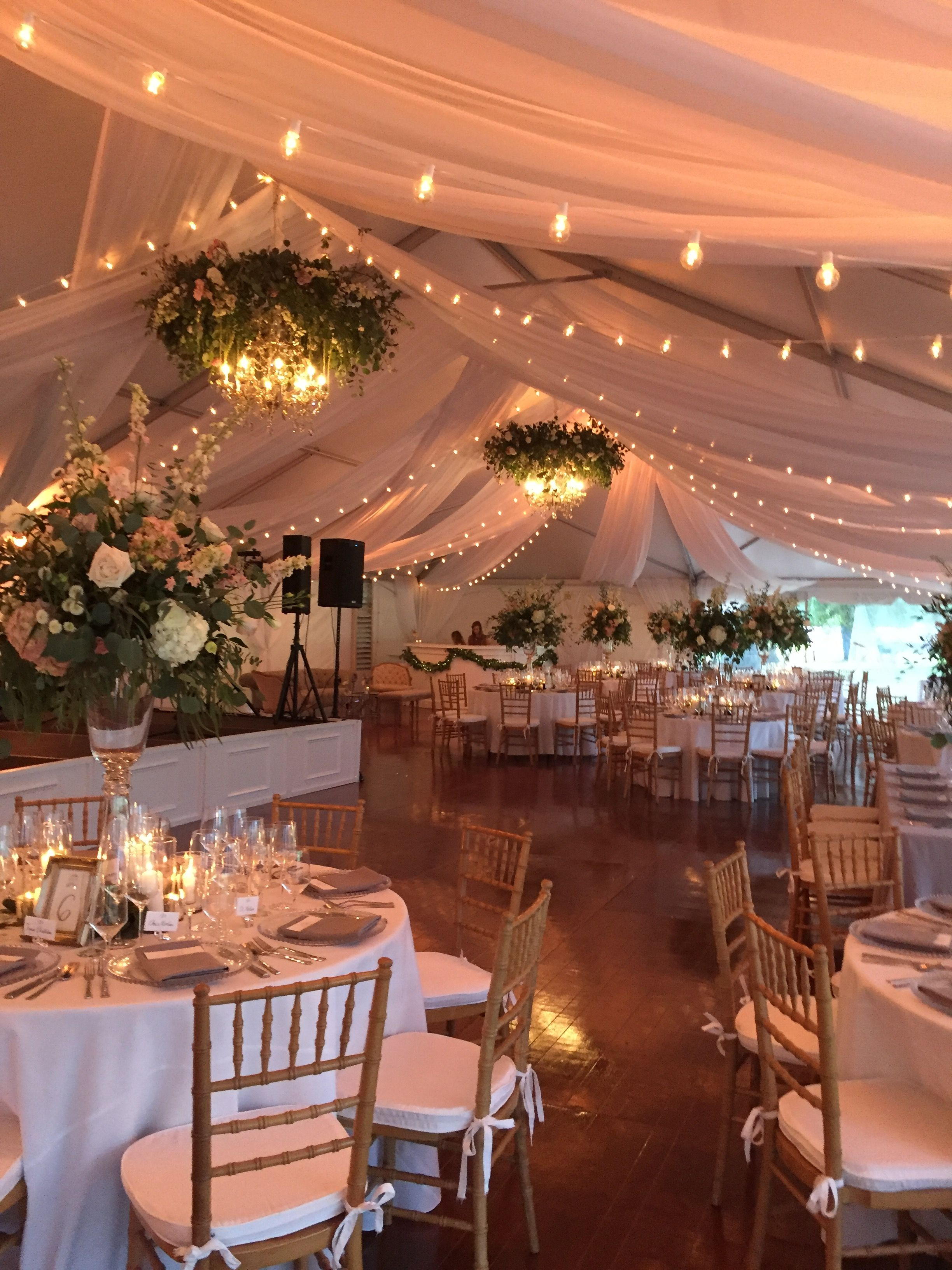 Tent At Middleton Place In Charleston Sc Florals By Purple Magnolia Planning By Lindsay Bishop Events Festzelt Hochzeit Hochzeit Deko Ideen Dekor Hochzeit