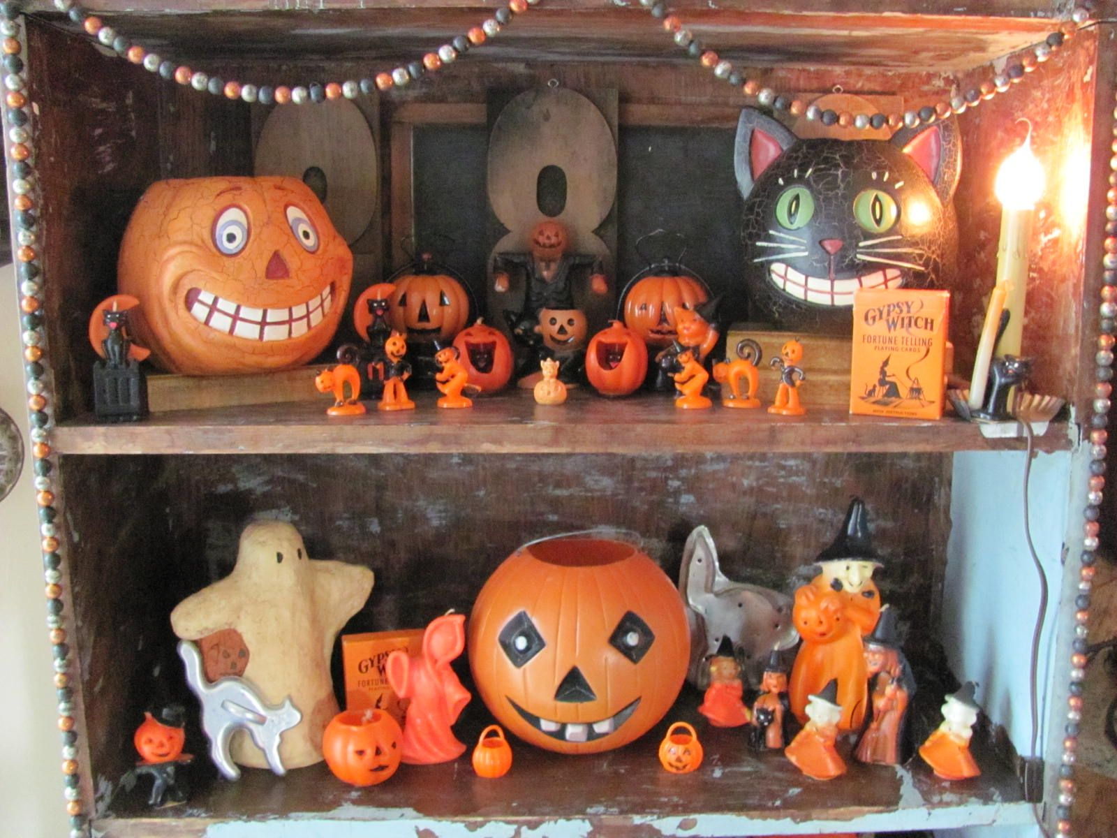 Vintage halloween decor display halloween pinterest for Antique halloween decoration