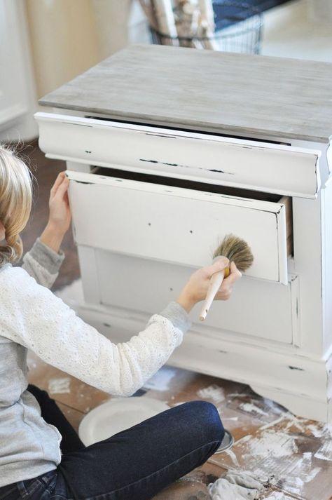Vieillir ou patiner un meuble en bois - les techniques de DIY déco à - peinture sur meuble bois