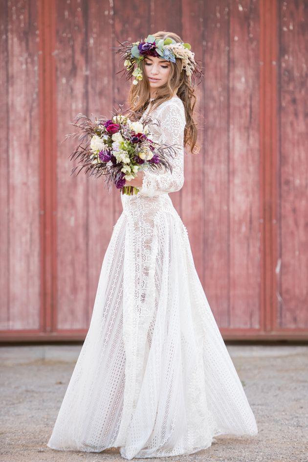 Pretty Boho Wedding Inspiration with Rich Hues | Boho y Novios