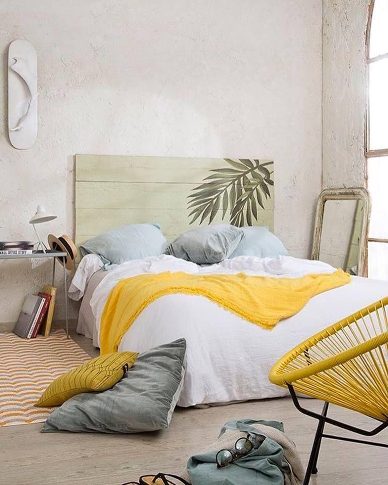 Chambre cosy coconning avec le jaune qui ramène du pep\'s style ...