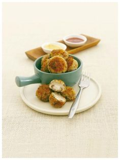 Klein, knusprig und unglaublich lecker: Champignons in Panade   http://eatsmarter.de/rezepte/champignons-in-panade