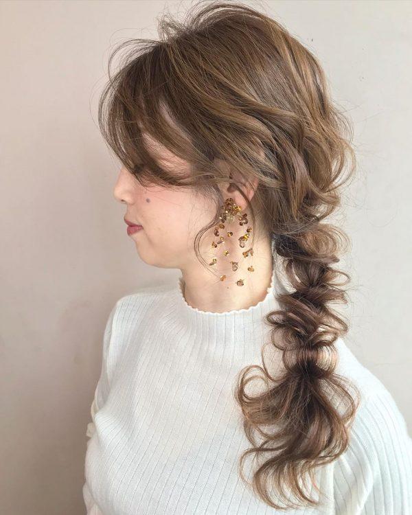 浴衣に似合うロングの髪型20選 色っぽさを演出できる大人のヘアスタイルをご紹介 Folk 結婚式 ヘアスタイル ダウン ウェディング ヘアスタイル 髪型 ロング