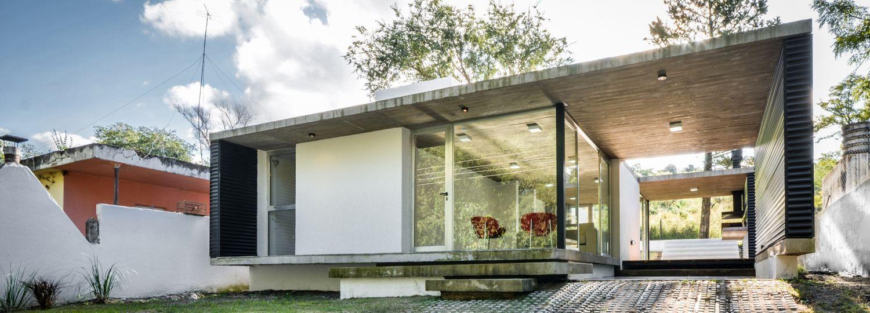 transparenter container wohnhaus in alta gracia. Black Bedroom Furniture Sets. Home Design Ideas