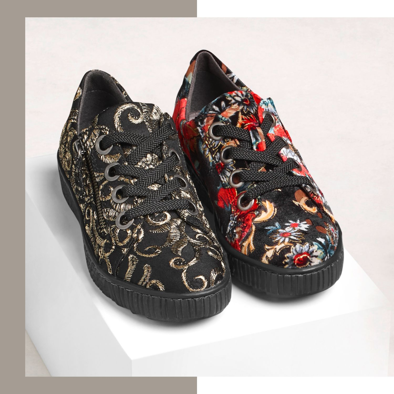 Sneaker mit Musterprints bringen selbst schlichte Outfits