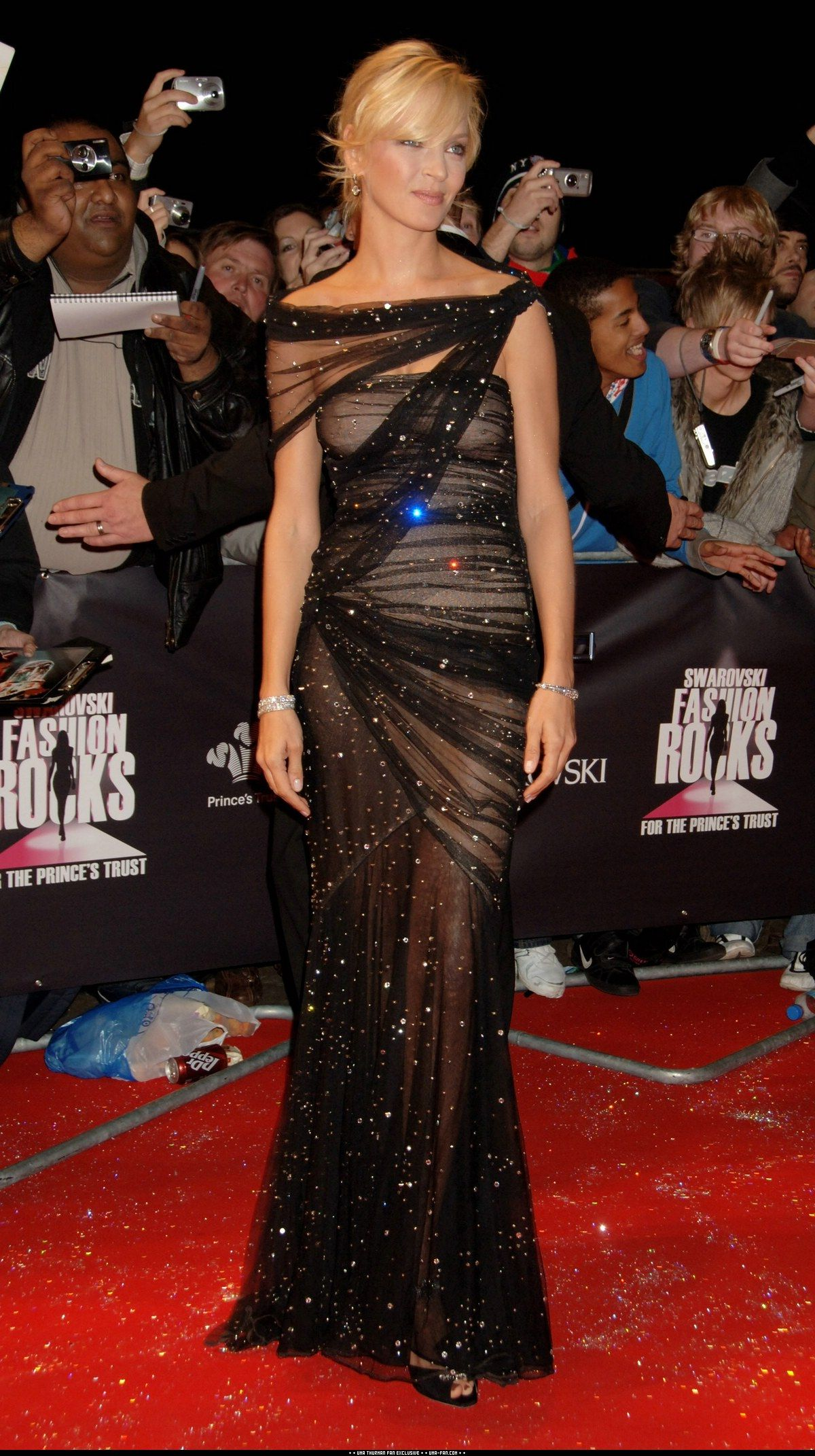 Uma Classy Celebrity Black Dress Red Carpet Dresses Gorgeous Gowns [ 2143 x 1200 Pixel ]