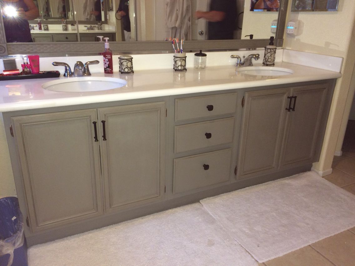 Annie Sloan chalk paint -French linen. Bathroom Makeover in 24 hours.