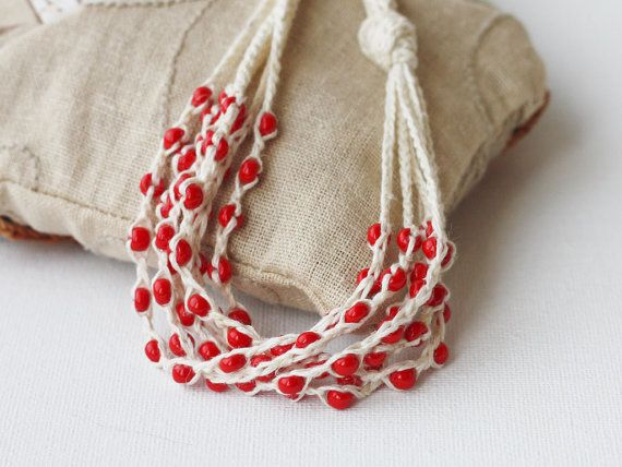 Collar rojo de capas blanco Natural lino por 100crochetnecklaces