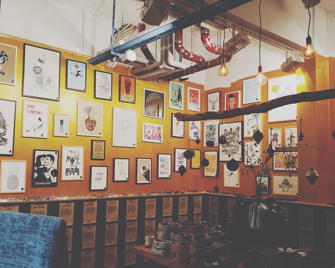 Buenos pues ya estamos in spain... Oooooh! Pero siempre nos quedarán las fotos jaja en el tablero Berlín del mi pinterest (pinterest/dianahgp) tenéis recomendaciones de cafeterías y tiendas chulas como ésta SCHEE, de deco e ilustración. De mis favoritas!