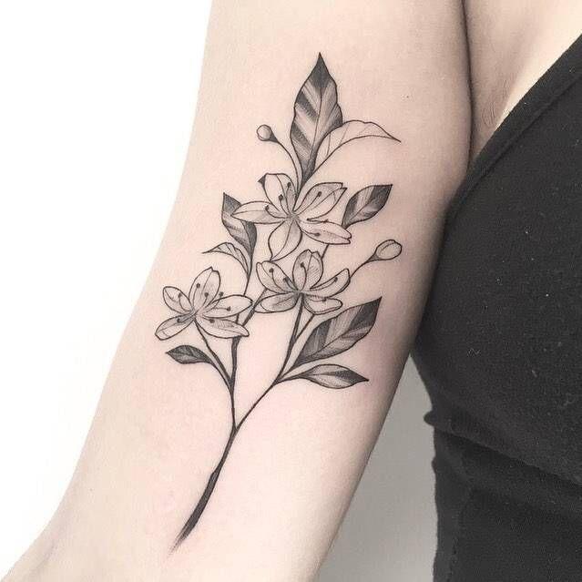 Tatuaje De Una Flor De Cerezo En El Brazo Derecho Body Art Tattoos Tattoos Tiny Tattoos