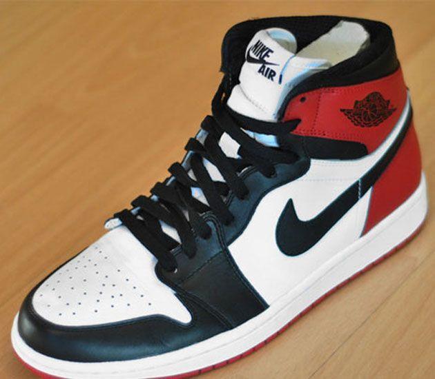 Nike Air Jordan I - Black Toe (Lato