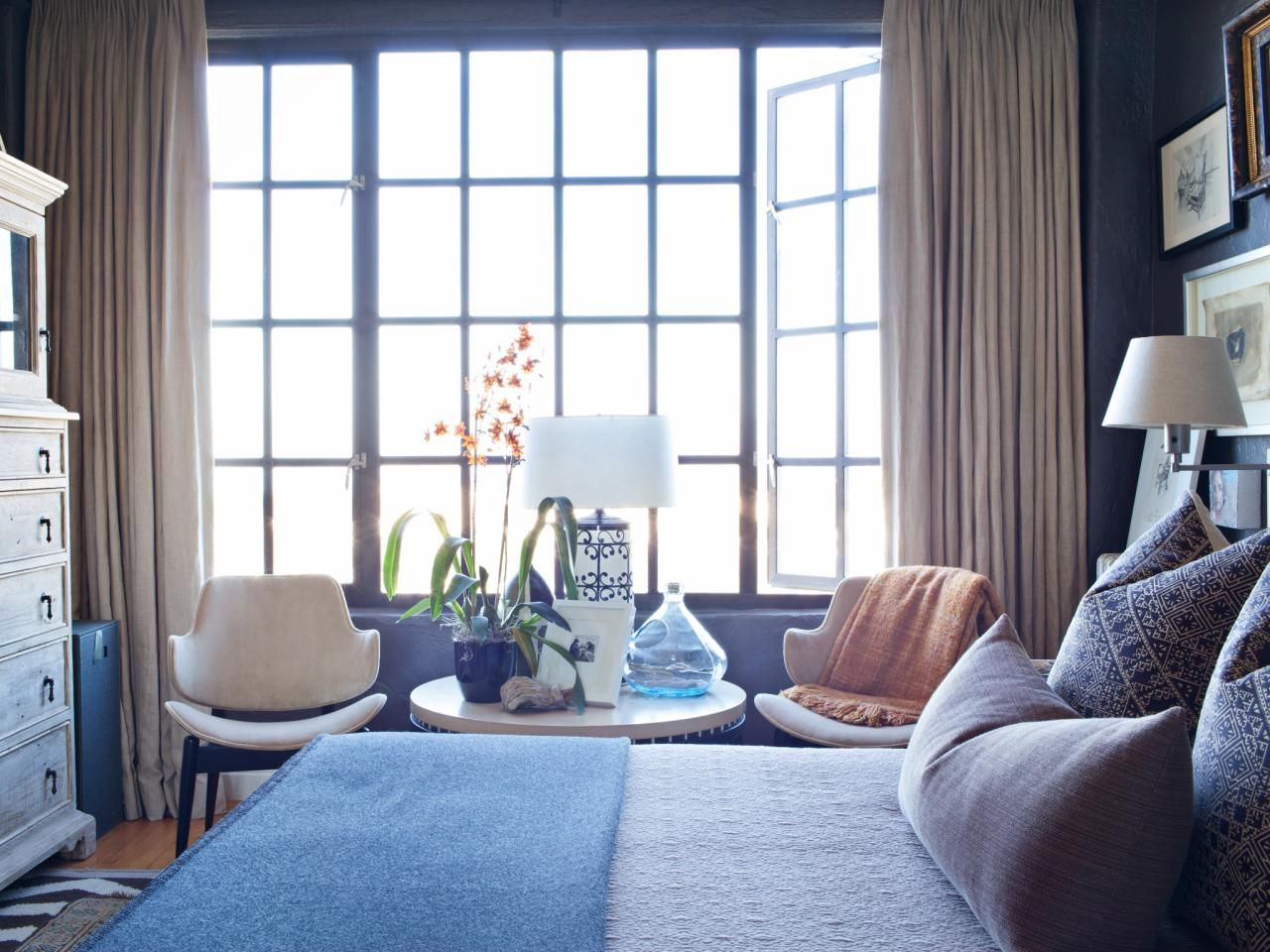 Interior designer creates a chic bedroom living
