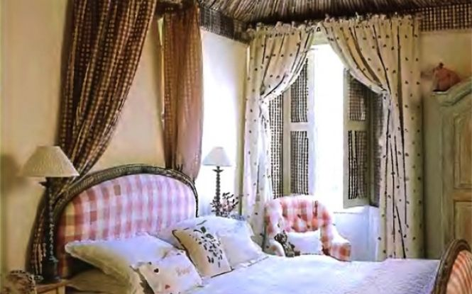 Middle eastern flare makes the bedroom design unique