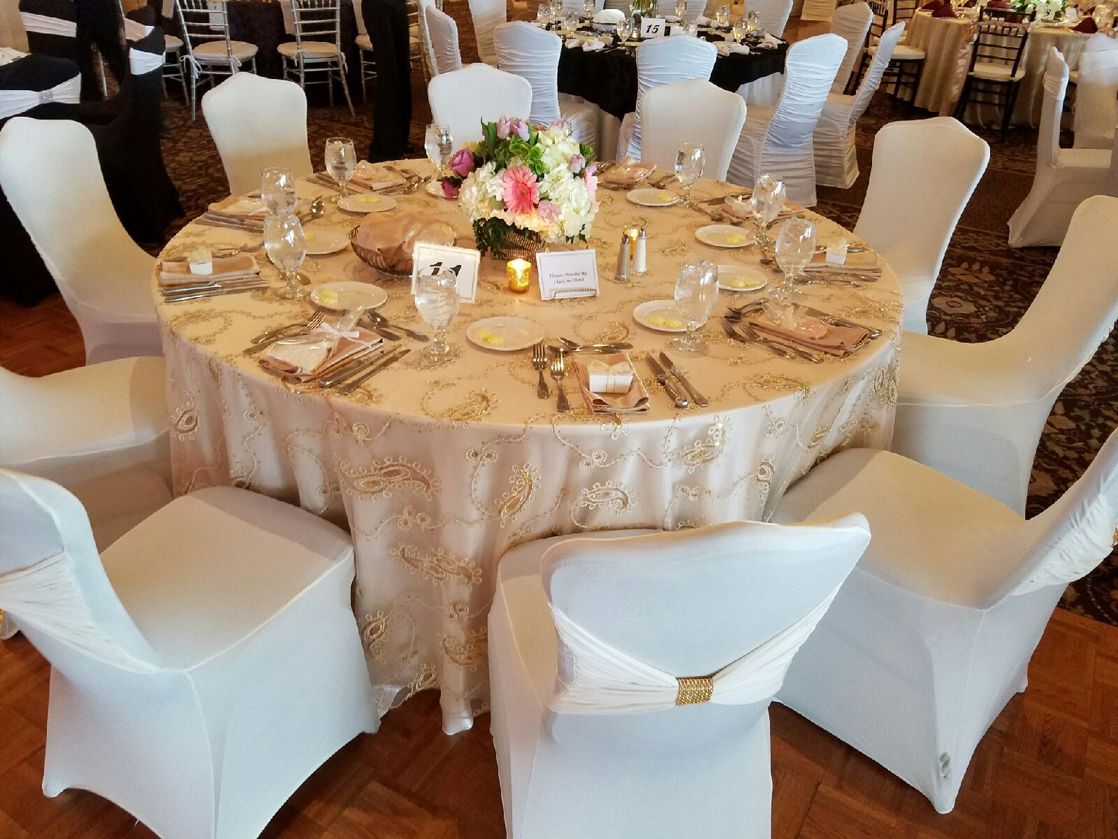 Our beautiful gold paisley overlay matched with blush napkins, and our white venetian chair cover #beautiful #paisley #wedding #xo #blush #beautiful #events #romantic #thegirls