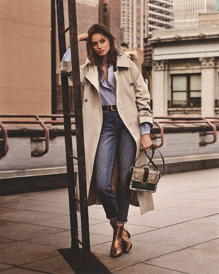 Taylor Hill amazing in trench coat and ankle boots from Topshop s  fall-winter 2016 collection. zhiboxs.com 73e77baad0f46