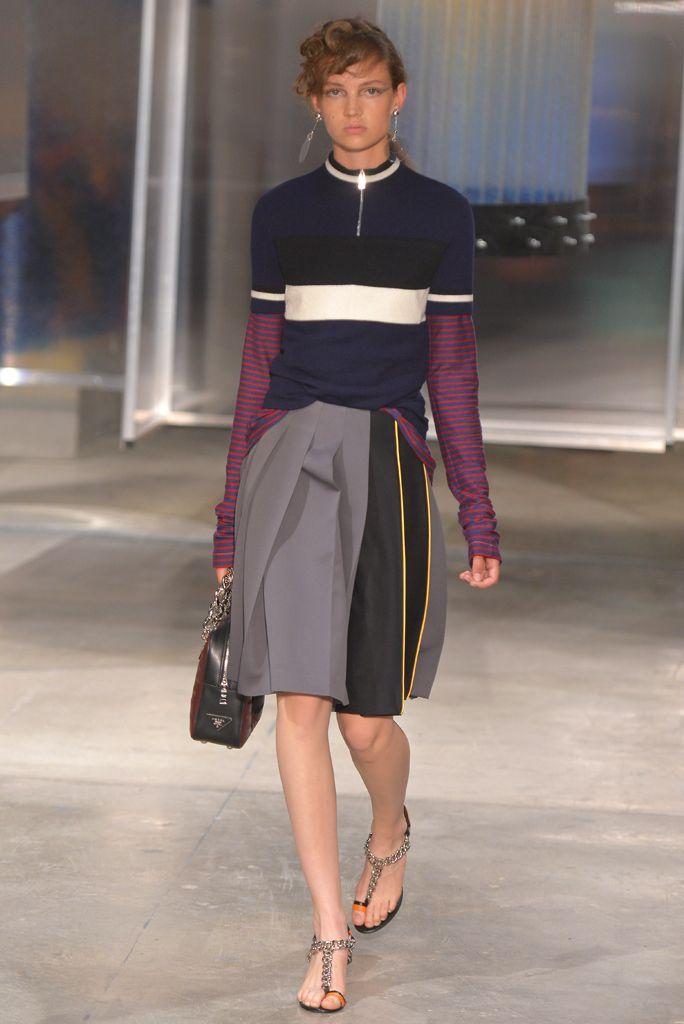 3756157836a71 Prada aposta no futurismo retrô no verão 2016 - Vogue
