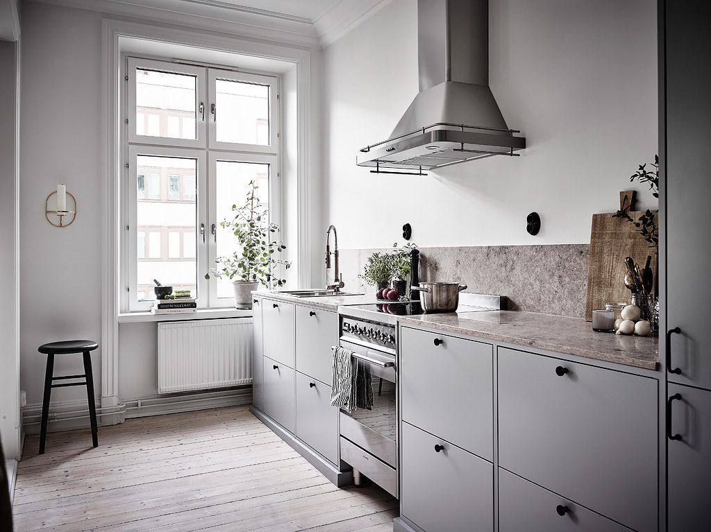 Half Open Keuken : Half open keuken in een klein scandinavisch appartement keuken