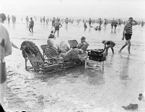 Strandstoelen in de branding / beach-chairs in the incoming tide   Flickr - Photo Sharing!